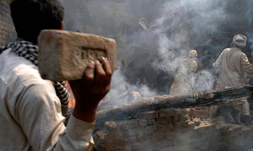 ataque-contra-cristaos-no-paquistao1